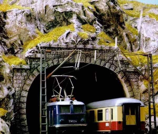 Busch N Tunnelportaal