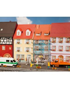 Faller 2 Stadswoningen met schildersteiger 130494
