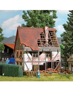 Busch H0 Vervallen vakwerkhuis 1667