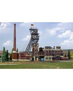 Kibri N Headframe met machinehuis en kolen wasgebouw 37228