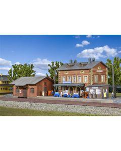 Kibri N Station Rauenstein met goederenloods   37396