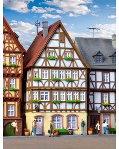 Kibri H0 Vakwerkhuis aan de de markt in Miltenberg   38903