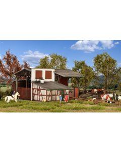Kibri H0 Stal met laadperron voor vee    39096