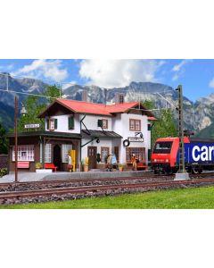 Kibri H0 Station Maienfeld incl. huisverlichtingsstartset 39496