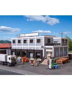 Vollmer H0 Modern magazijn met 5 vrachtwagenopstelplaatsen 45605