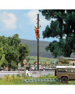 Busch H0 elektriciteitsmonteur aan het werk 7837